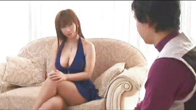 Vovó de 60 porno com novinha japonesa anos monta sua carne