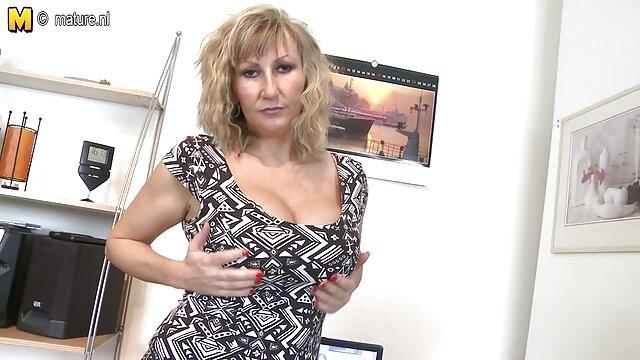 A Boazona da lingerie seduze-se video porno de japonesa gostosa a si própria.