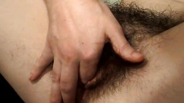 Doce rapariga vídeos pornô de japonês cúmulos de dedo